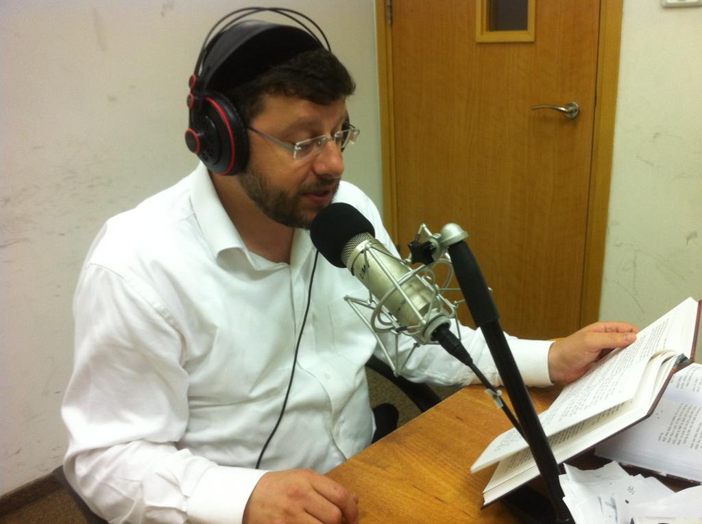 חיים ולדר בתכנית רדיו